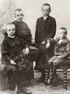 Rudolf i Assarp med sina syskon