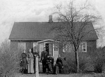 Askome skola 1904 med fam. Lundqvist