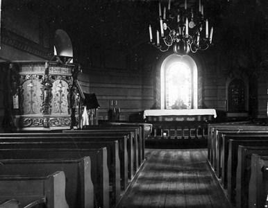 Askome kyrkas interiör omkring 1895, bild odaterad.