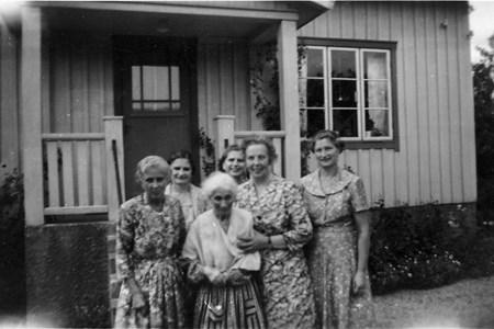 Anna Bengtsson, Yttregård 530, med döttrarna