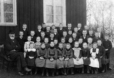 Askome 502, Gamla skolan, omkring 1905.