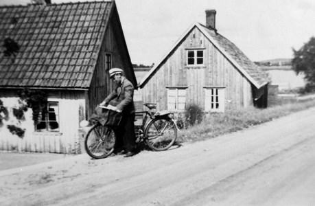 Postbärare Frithiof Bengtsson vid Lågastorp, Askome.