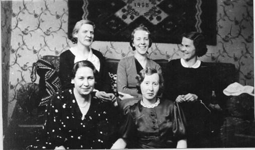 Samling hos Jenny Norrman i Aspö Prästgård.