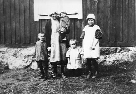 Linnea Valqvist med barn