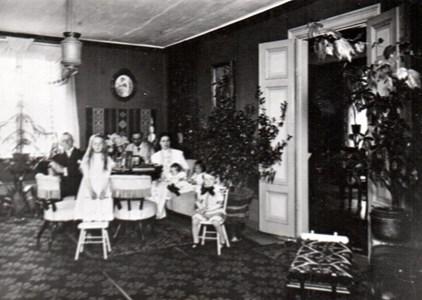 Interiör från Lagnö säteri, 1912 eller 1913.