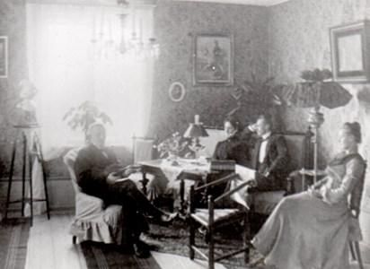 Från salongen på Lagnö år 1902.