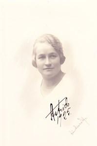 Astrid Östlund, Axelslund