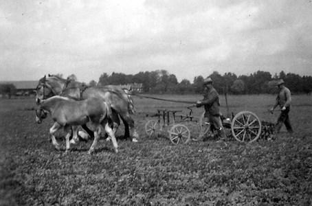 Jordbruksarbete vid Väderbrunn
