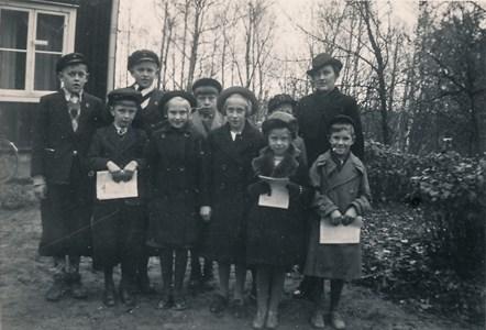 Skolbarn vid Väderbrunn