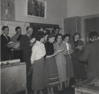 SLU sångkör övar i Bergshammars skola