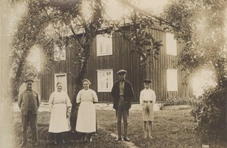Broby, västra gården