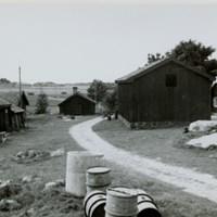 Vida gård. Uthuset längst tillvänster påstås vara från Erik Dahlbergs dagar.