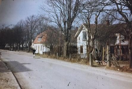 Dessa två hus är borta, på platsen finns idag Bredaryds Bibliotek.