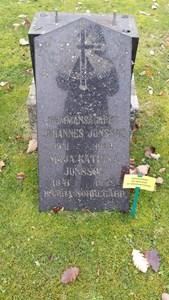 Grav BR AII 6. Johannes Jonsson, Maja Katarina Jonsson, Hamra Norregård.