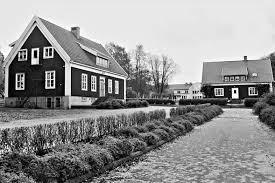 Skolbyggnad och lärarbostad i Bredaryd.