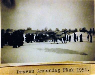 Flygplan landat på Draven 1951