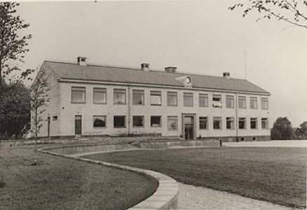 Bredaryds skola. Togs i bruk 1952.