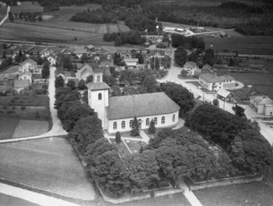 Flygfoto Bredaryds kyrka.