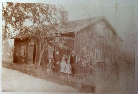 Reginas stuga i Hamra. Omkring 1910.