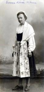 37-23-01-1880-Emma Wiklund på Lövåsen-01