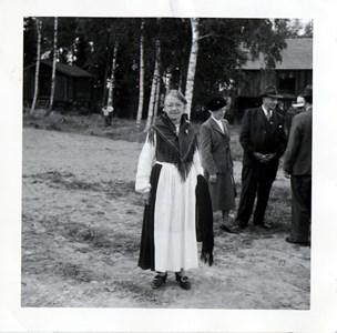 37-23-01-1880-Emma Wiklund på Lövåsen-02