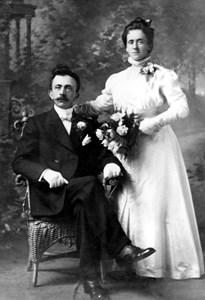 37-16-01-1879-Alfred Andersson-01-Bröllopskort Anna o Alfred