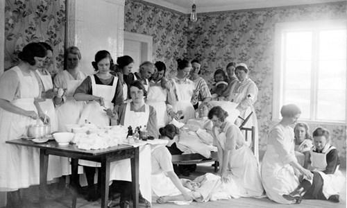 37-15-01-1872-Emma Rosell-15-Sjukvårdskurs