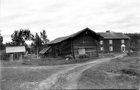03-04-00-Bråten-Där Sö-08-Gården.jpg