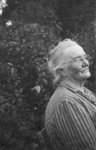 42-21-01-1865-Karin Thuresson-02-90 år.jpg