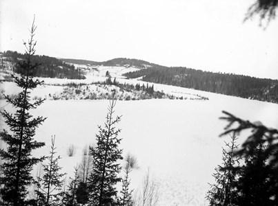 60-03-G-DE-124-Vy över Oppsjön mot Talken-Vinter.jpg