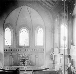 60-03-G-DE-152-Brunskogs kyrka-Interiör före 1929.jpg