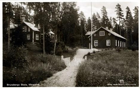 46-02-Vykort-Brunsberg-21-Skolan i  ca 1940-50.jpg
