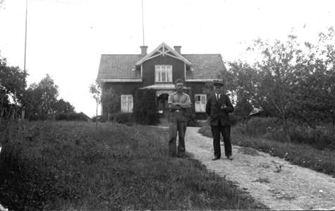 05-025-01-Bäckelid-Där Nere-03-Anders och Ola.jpg