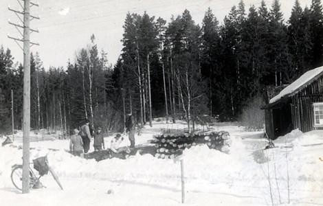 05-015-01-Bäckelid-Dammen-04-Timmermätning.jpg