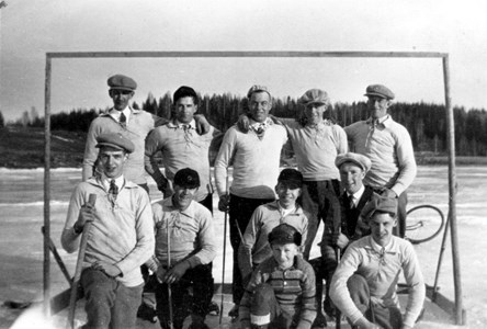 61-01-10-Sport o Idrott-02-Takene Bandylag 1932.jpg