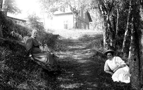 32-33-01-Svartåna-Nyby hälsobrunn-02-DE-45-G-Anna och Marta