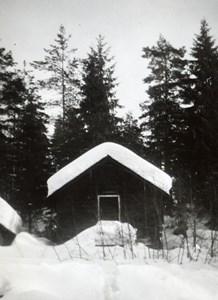 32-53-00-Svartåna-Södra Skålsjöhaget-03-AL-stolpbod