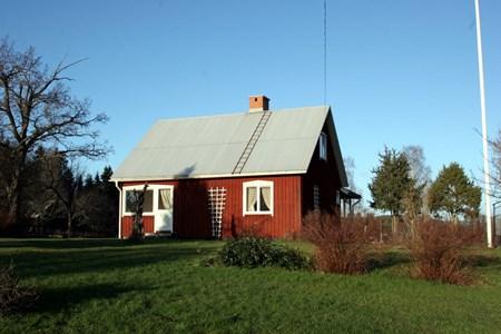 08-220-00-Gryttom-Öa Nordtomta-Lillstuga-01.jpg