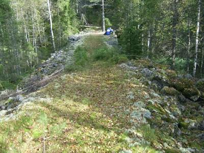 S02-02-00-Hensgård-Råtjärnshöjdem-03-Stenbron.jpg
