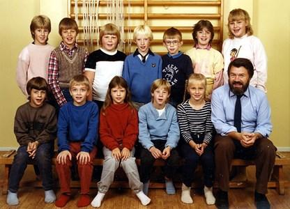 37-05-1984-85-Vikene-Ga Skolfoton-01