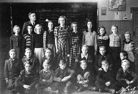 37-05-1945-46-Vikene-Ga Skolfoton-01
