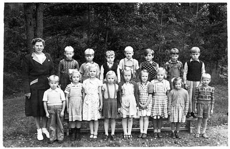 37-05-1951-Vikene-Ga Skolfoton-02