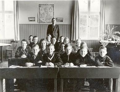 37-05-1935 ca-Vikene-Ga Skolfoton-01