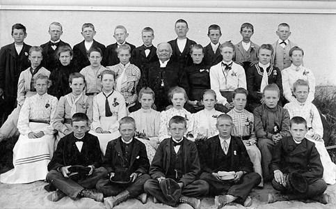 15-02-1903-Kyrkan-Konfirmamder-02