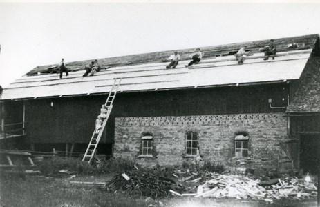 05-030-00-Bäckelid-Där Nole-11-Omläggn ladugårdstak 1950