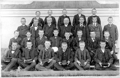 15-02-1903 ca-Kyrkan-Konfirmamder-01