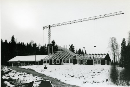 37-06-00-Vikene-Nya Skolan-02-Byggnation 2001.jpg