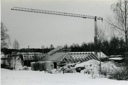 37-06-00-Vikene-Nya Skolan-03-Byggnation 2001.jpg