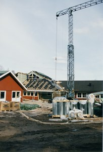 37-06-00-Vikene-Nya Skolan-08-Byggnation 2001.jpg