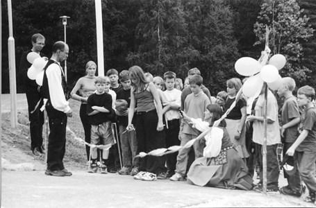 37-06-00-Vikene-Nya Skolan-14-Invigning-2001.jpg